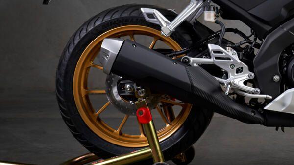 Yamaha R125 world GP pneu