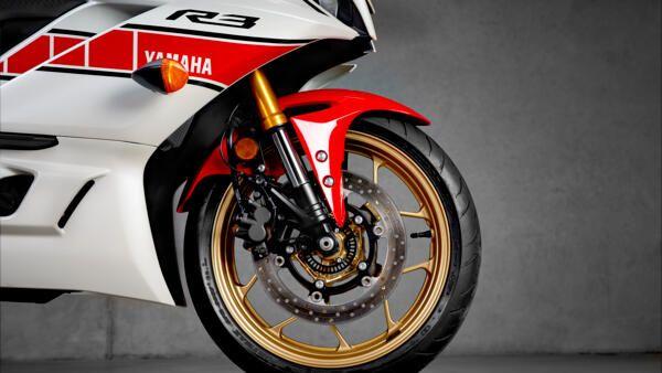 Yamaha R3 World GP 2022 fourche