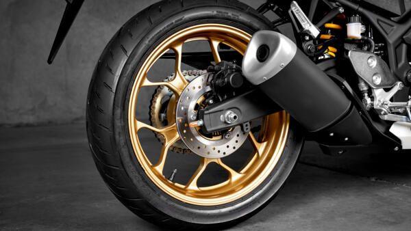 Yamaha R3 World GP 2022 roues