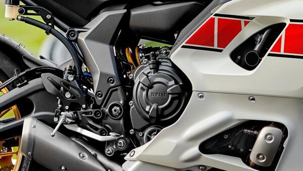 Yamaha R7 world GP shifter